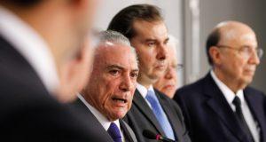 年金改革の方針変更について語るテメル大統領(Beto Barata/PR)