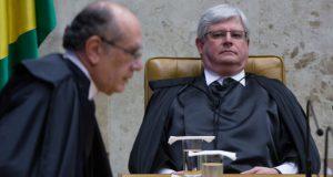 モラエス新判事の就任式でのジャノー長官(右)とメンデス判事(Lula Marques/AGPT)