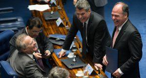 連警のラヴァ・ジャット作戦の標的にされながらも、あの手この手で生き残ってきた上院議員の皆さん(Foto: Lula Marques/AGPT)