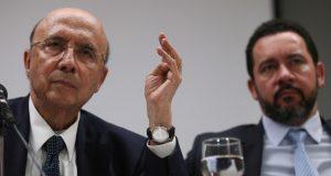 メイレレス財相(左)と、オリヴェイラ企画相(右)(Fabio Rodrigues Pozzebom/Agência Brasil)
