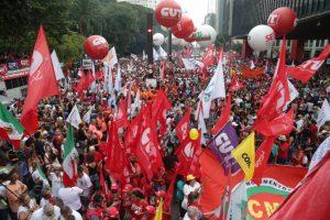 サンパウロ市の目抜き通りが全車線、6ブロックに渡って封鎖された(Paulo Pinto/AGPT)