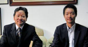 案内に訪れた大久保所長、山本さん