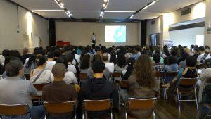 200人が詰めかけて熱気あふれた第1回講演会の様子