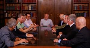 大統領宮で年金改革案について話し合う、大統領と閣僚、議員達(Marcos Corrêa/PR)