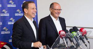 10日、アウキミン知事(右)と式典に参加したドリア市長(Diogo Moreira/A2img)