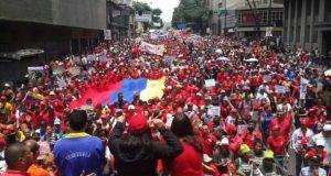 反体制派のデモ鎮圧で自由になったカラカス市中央部を埋める体制派のデモ隊(Carmen Meléndez/gestionperfecta)