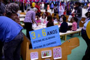サンパウロ市が実施するシリア難民の子供向け支援教室(Foto: Eduardo Ogata/São Paulo Carinhosa, 18/5/2014)