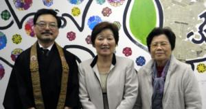 案内のため来社した佐々木開教師、西村会長、中野会計