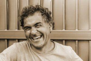 笑顔を作るだけで脳が楽しいと勘違いし、ストレス解消に役立つ (Photo by NicoBorie)