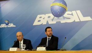 エンリケ・メイレレス財相(左)と、ジオゴ・オリヴェイラ企画相(右)(Valter Campanato/Agência Brasil)
