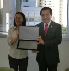 (左から)岡本さんと与儀会長