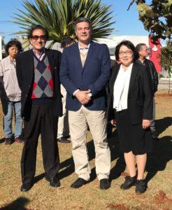 左から坂和さん、カッツォーラ市長、福井さん
