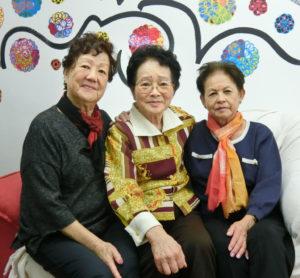 (左から)今井副会長、吉井会長、吉村購買担当