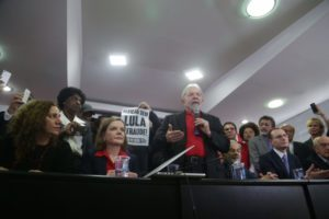 13日、抗議声明を行うルーラ氏(Paulo Pinto/AGPT)