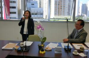 挨拶したJICAシニアボランティアの長谷川さん