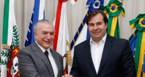 マイア下院議長とテメル大統領(左)(Marcos Corrêa/PR)