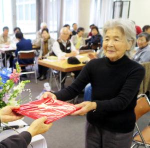 席題の総合得点で1位に輝いた小村広江さん