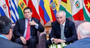 パラグァイのコルテス大統領と会談するテメル伯国大統領(21/07/2017、亜国メンドンサで、Foto: Alan Santos/PR)