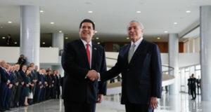 21日に電撃来伯したカルテス大統領を迎えるテメル大統領(Foto: Beto Barata/PR)