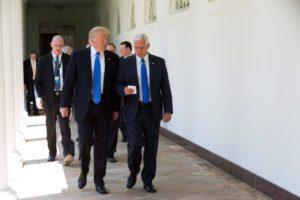 米国のトランプ大統領(左)とペンス副大統領(右)(Joyce N. Boghosian/White House)