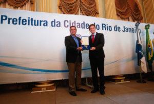 今年1月1日付で、リオ市長に就任したマルセロ・クリヴェッラ氏(右)(参考画像 - Shana Reis/GERJ)