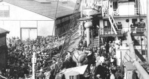 神戸港からの出港風景(『在伯同胞活動実況写真帳』(竹下写真館、1938年)
