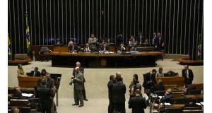 19日の下院(Valter Campanato/Agência Brasil)