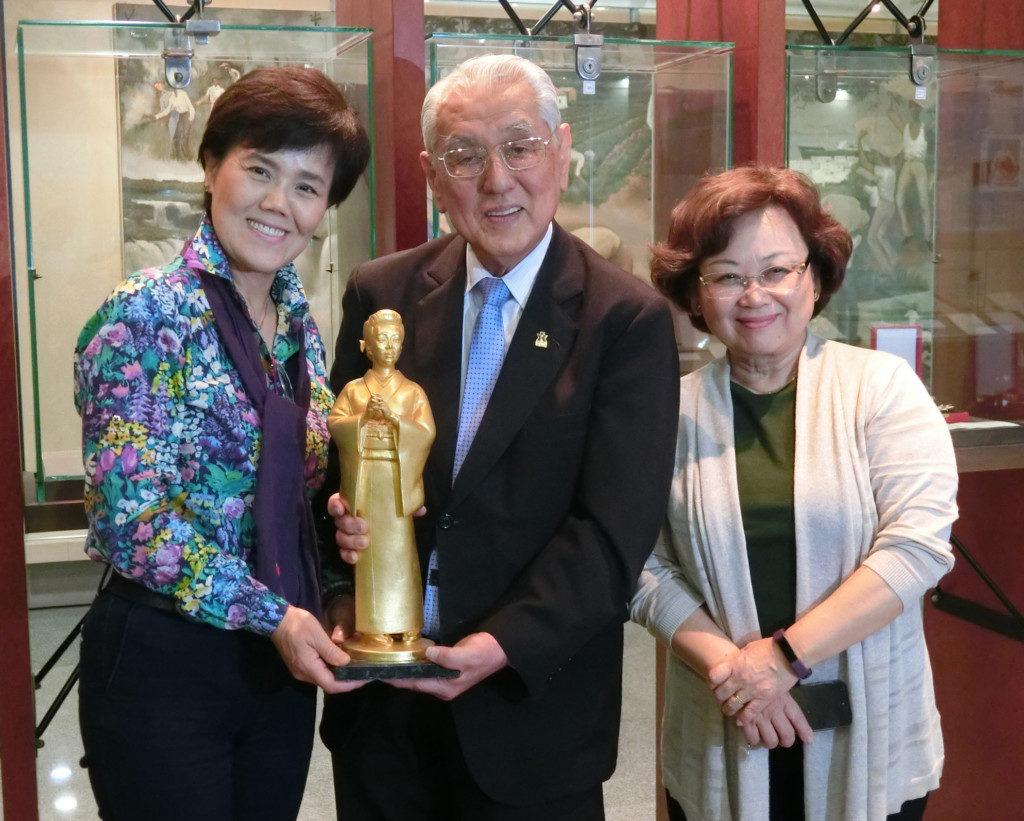 (左から)中平さん、森口委員長、山下副委員長