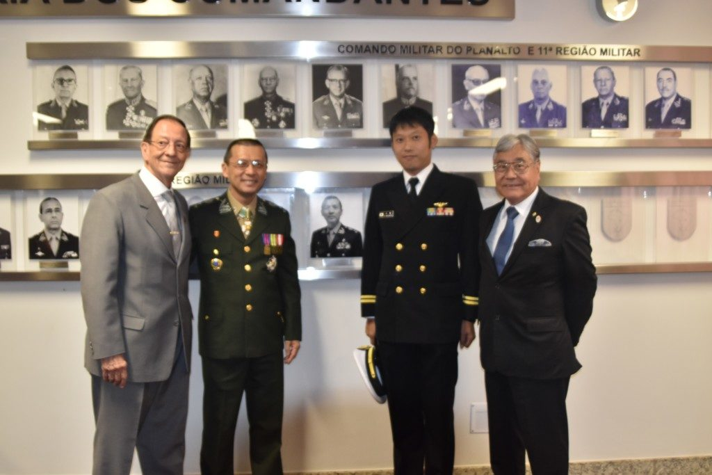 (左から)マリウス大将、池田中将、水嶌一等海尉、平崎さん