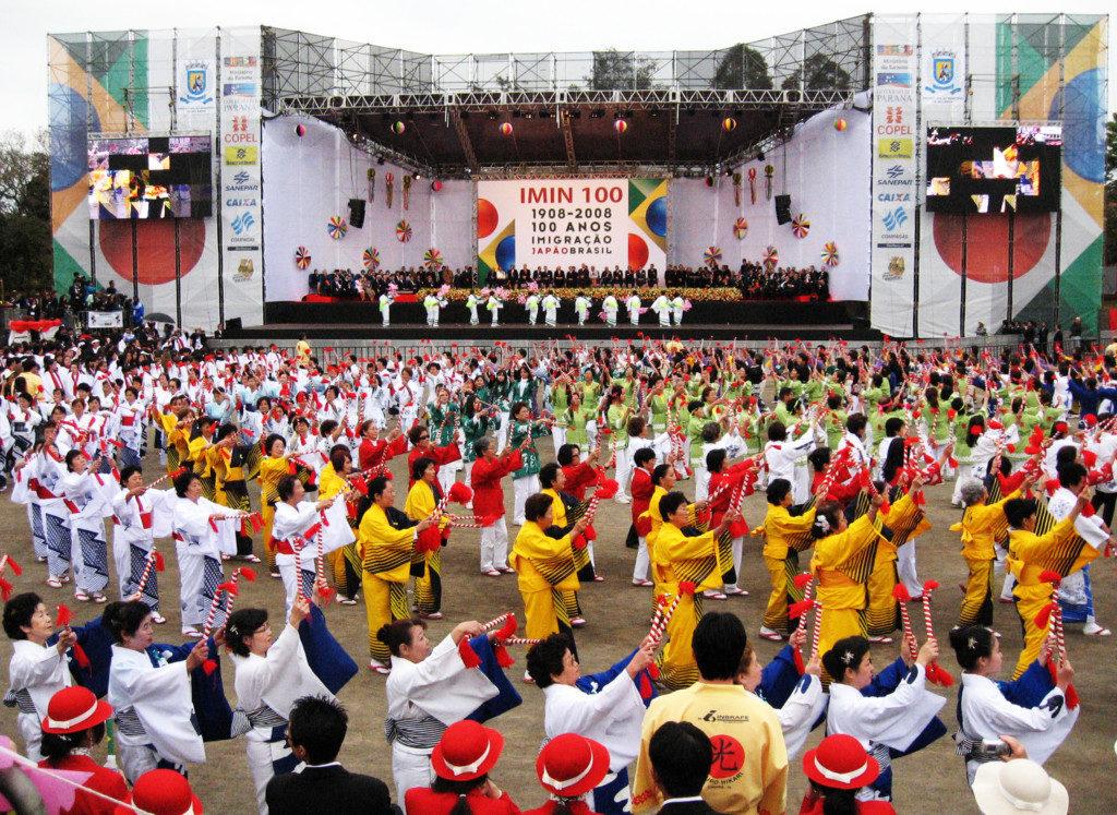 ロランジャで開催された立派なパラナ州移民百周年の式典