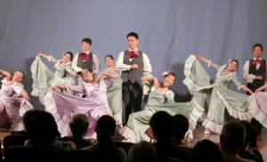 公演の鳳を飾った弓場バレエ団