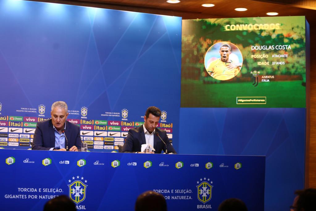 スライド上で紹介されるダグラス・コスタ。怪我で代表を離れていたが、久々の復帰となった。(Lucas Figueiredo/CBF)