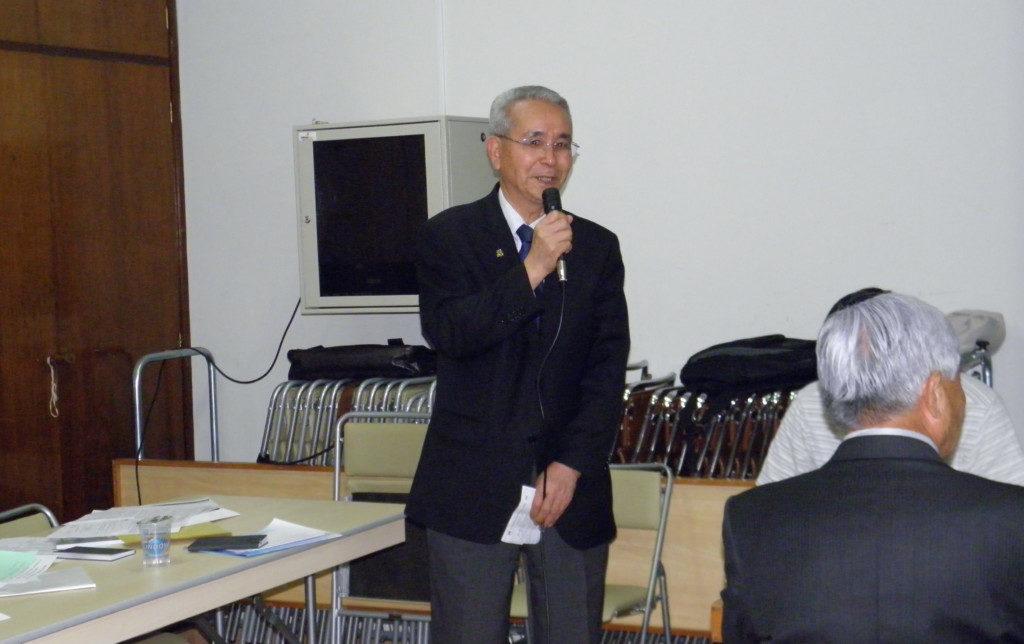 説明中の菊地委員長