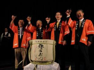 乾杯する三木副会長、永山会長、内堀知事、杉山県議会議長