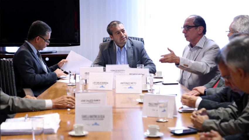 ロナウド・ノゲイラ労働相(中央、Edu Andrade – ASCOM/Ministério do Trabalho/FotosPublicas)