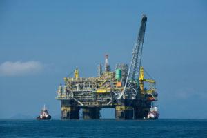初の純国産海上石油生産プラットフォームP-51(By Divulgacao Petrobras/ABr - Agencia Brasil, via Wikimedia Commons)