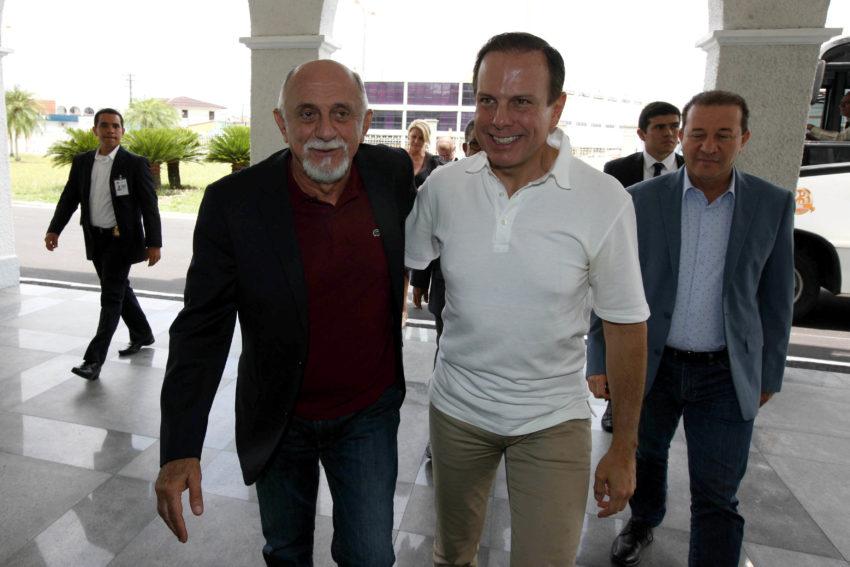 8日、パラー州でのキャンペーンでのドリア市長(中央右)(CRISTINO MARTINS/AG. PARÁ)