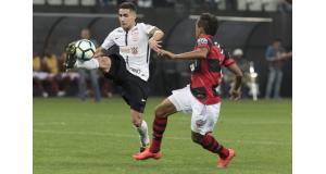 軽率な行為で2試合の出場停止となったガブリエル(左)(Daniel Augusto Jr./Ag. Corinthians)