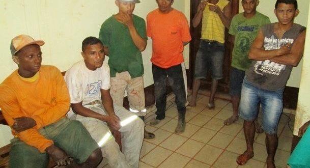 奴隷労働下に置かれていたが、監査で救出された人々(Ascom Polícia Civil)