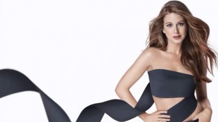 人気女優マリーナ・ルイ・バルボーザを起用した黒いトイレットペーパーの広告