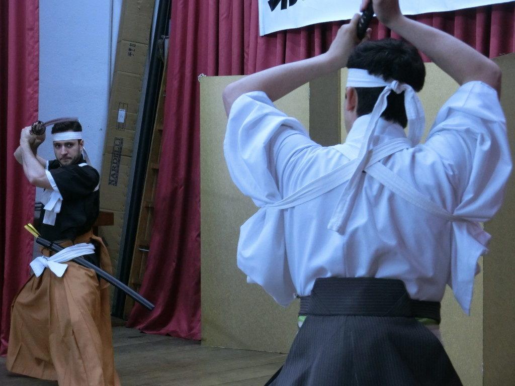 川中島の戦いで緊迫感漂う一騎打を熱演
