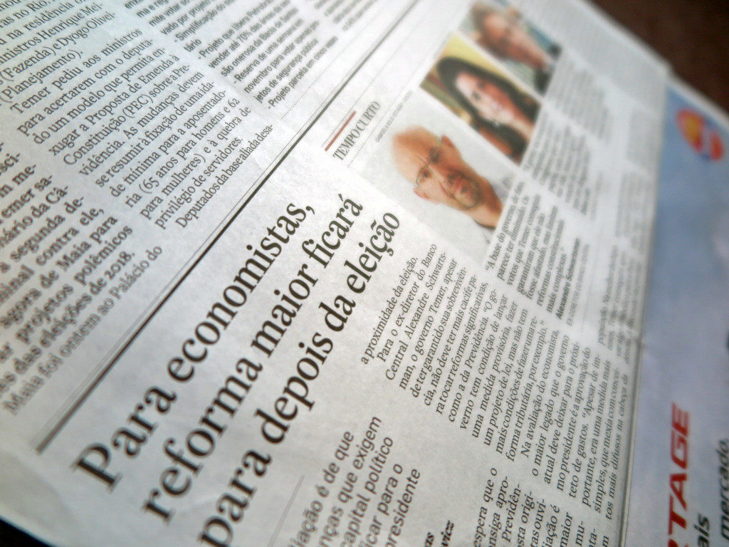 エスタード紙10月27日付《本格的な社会保障改革は選挙後とエコノミストは評価》記事