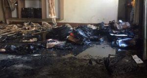 教材や天井などが焼けた教室(Polícia Militar/Divulgação)