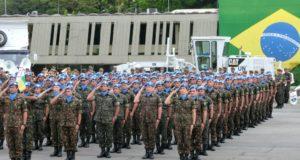 国連軍のキャップを被り、軍事行進が行われた