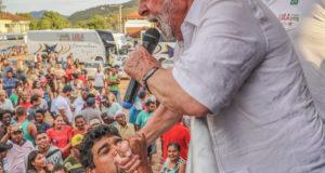 全国を遊説中のルーラ氏(10月、ミナス州にて、Ricardo Stuckert)