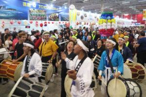 日本祭りの大舞台の様子