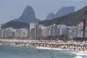 治安悪化の知らせも何のその。今年大晦日のリオの観光業は五輪直後の昨年を上回る勢いだ。(Tomaz Silva/Agência Brasil)