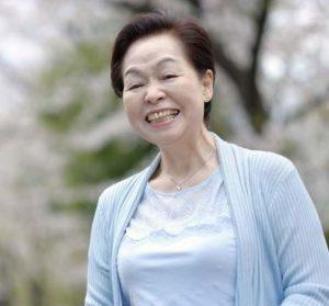 元気な女性の笑顔