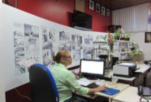 バイア州都サルバドールの「Laboratorio Prof. Noguchi(野口研究所)」壁面には漫画の野口伝が貼られている(写真=毛利さん提供)
