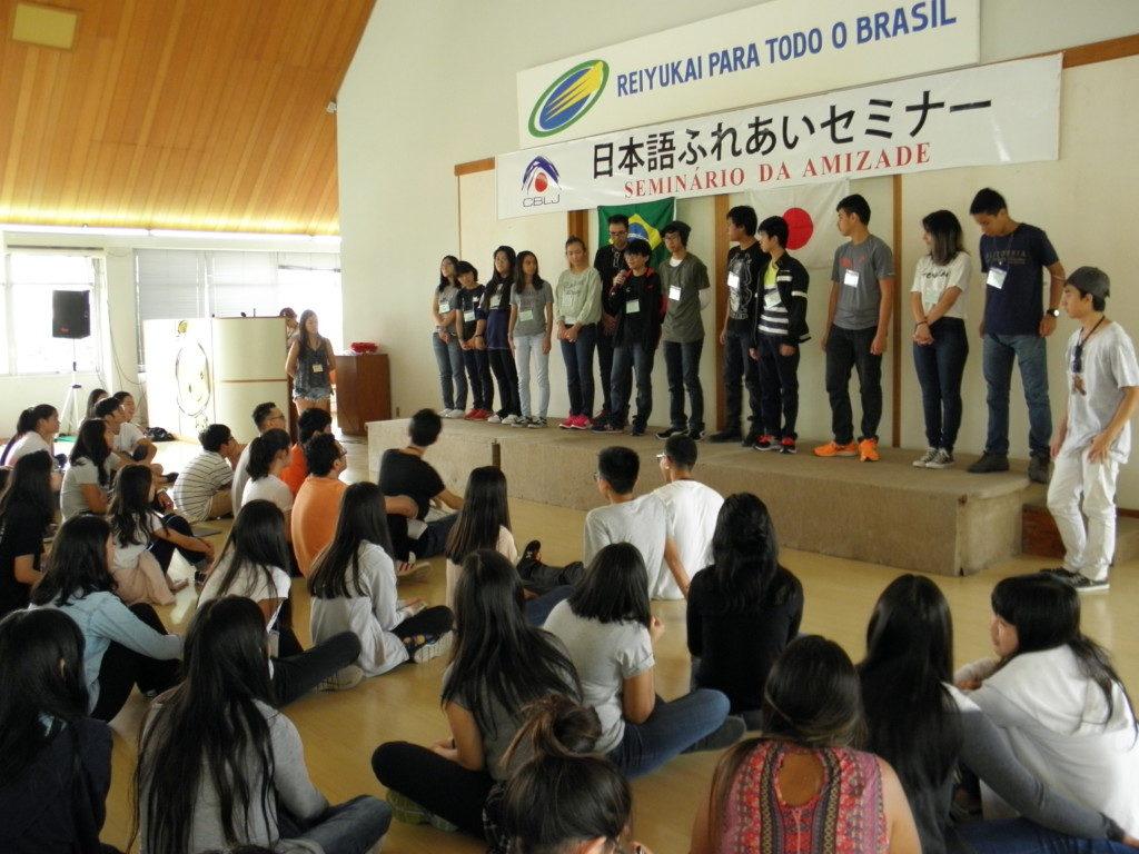 参加者は日本語で自己紹介した